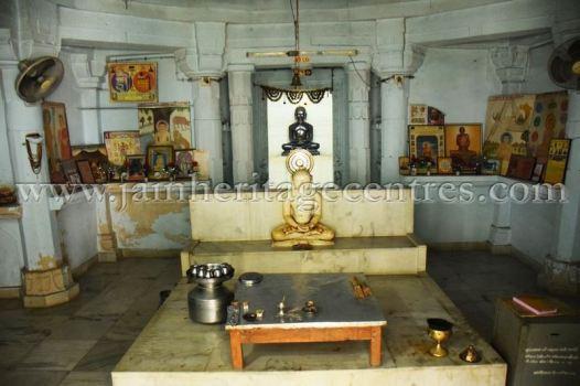sri_adinath_swamy_digambar_jain_temple_at_jawas_20160813_1608042428