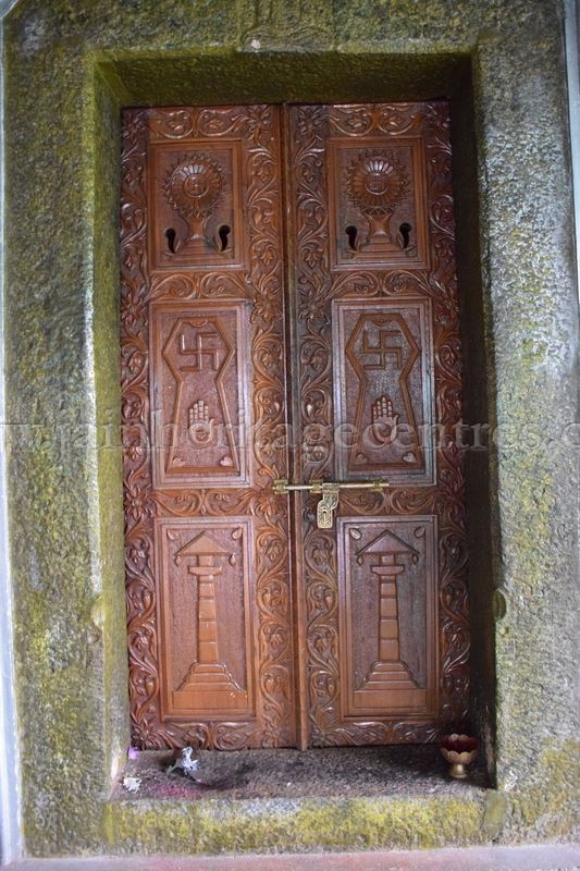sri_parshwanath_digambar_jain_temple_-_chikkanakodige_-_karnataka_20160515_1432510675