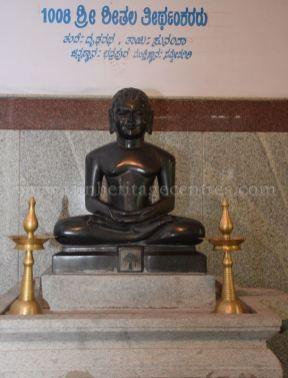 sri_parshwanath_digambar_jain_temple_-_chikkanakodige_-_karnataka_20160515_1974918978
