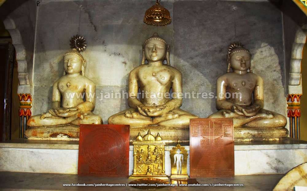 Tirthankar idols in one of the Vedhis of Kanch Mandir.