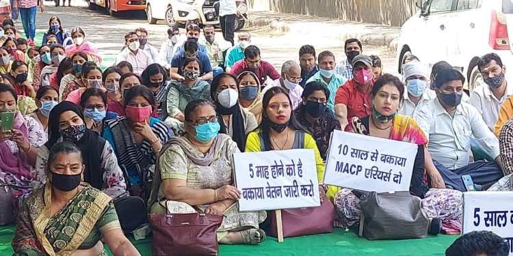 Teachers demonstration on North Delhi Municipal Corporation mayor's residence
