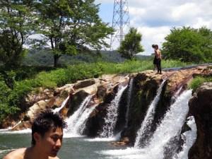 天気が良く12ケ滝で飛び込んでいる人たちがいた(6月4日)
