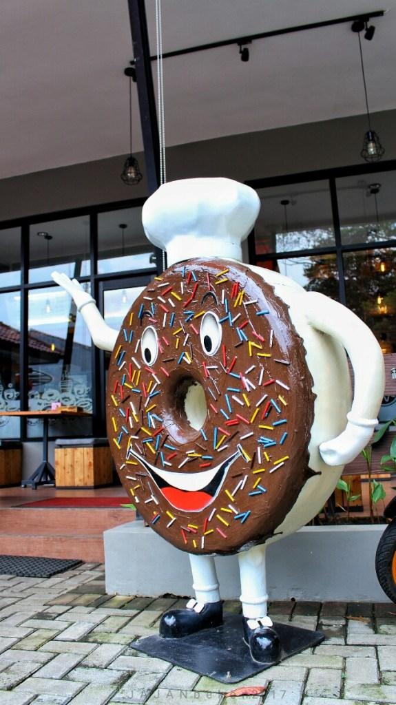 jajanbeken k donuts and coffee bandung