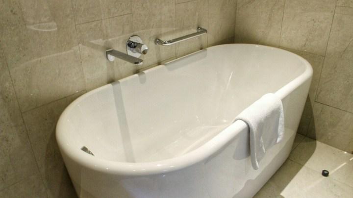 jajanbeken resinda hotel bathroom