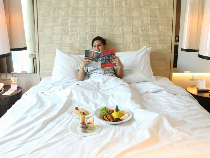 jajanbeken food and hotel review
