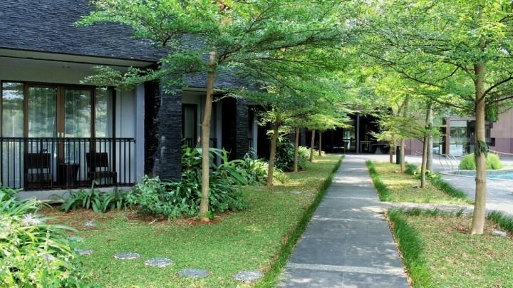 jajanbeken best hotel near jungle land sentul