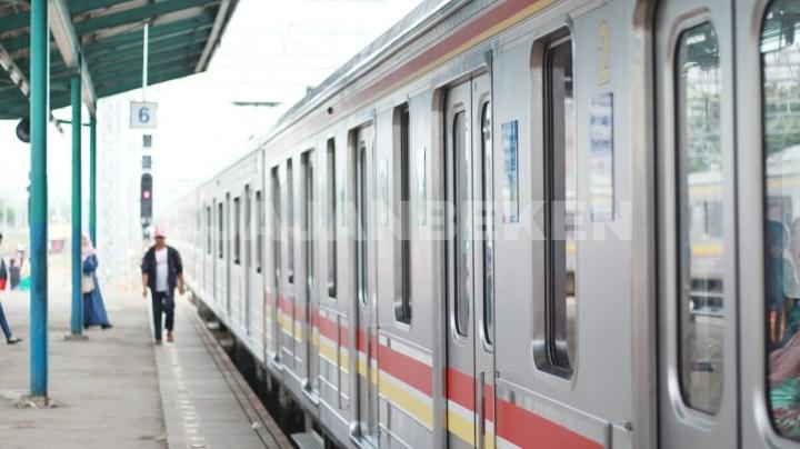 jajanbeken krl commuter line bekasi