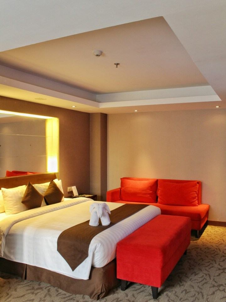 jajanbeken aston pluit bedroom