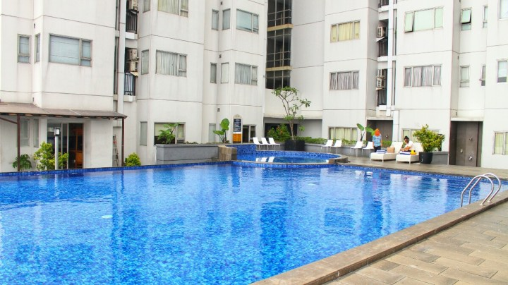 jajanbeken aston pluit swimming pool