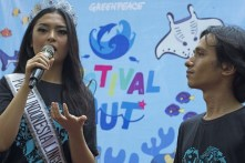 Miss Indonesia for the Environment Chintya Fabyola and Greenpeace Ocean campaigner Arifsyah Nasution during a Festival Laut a.k.a Sea Festival in Senayan Park, Central Jakarta, Saturday 19 September 2015. Greenpeace Indonesia held Sea Festival which was in order to increase public awareness of the importance of sustainable fisheries for the future and the health of the world's oceans . Photo @ Greenpeace/Ardiles Rante