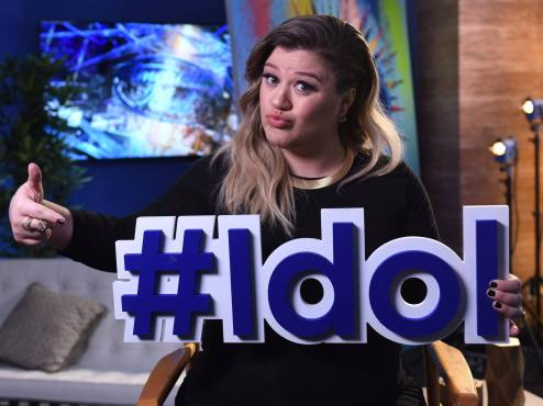 "For one night only, the original ""American Idol"" Kelly Clarkson returned to assist the judges in finding the final winner! (Photo property of FOX, FremantleMedia North America & 19 Entertainment)"