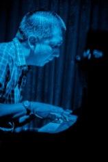 dino_blue&white_lr_13
