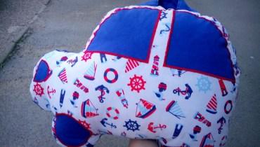Poduszka-auto, czyli niepoważna poduszka dla dziecka i nie tylko