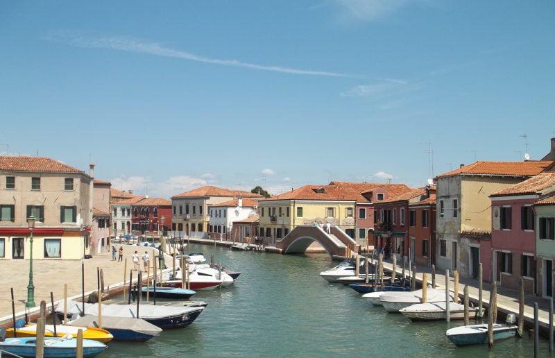 Visitare Murano e Burano tra mastri vetrai, case colorate e merletti