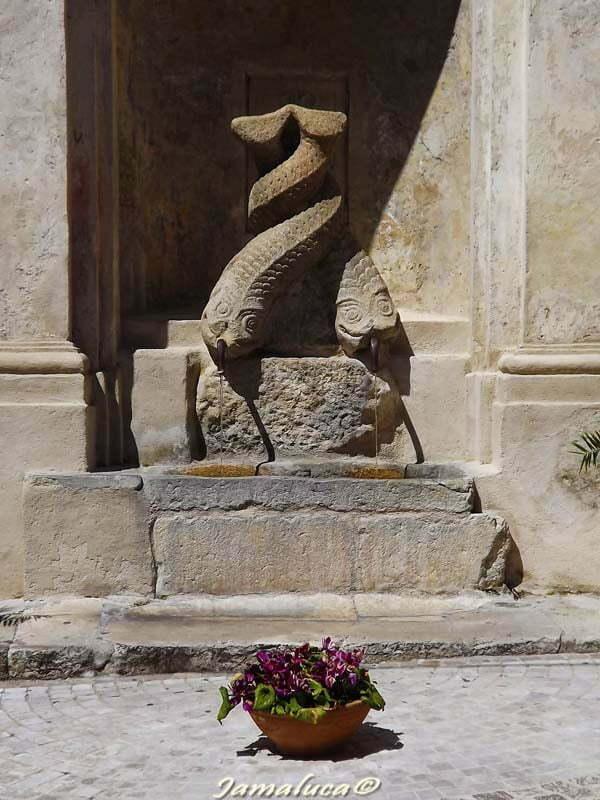 Stilo - Fontana dei delfini
