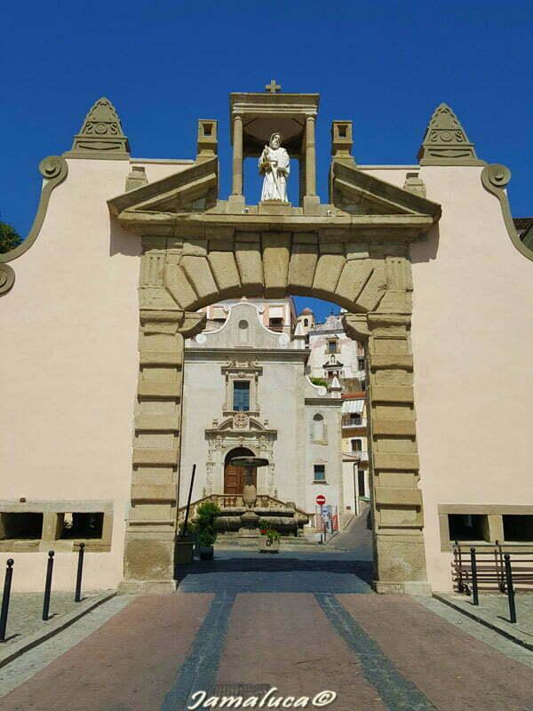 Porta di San Francesco da Paola
