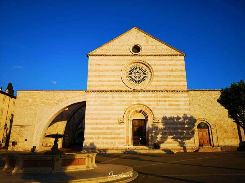 Cosa vedere as Assisi Basilica di Santa Chiara