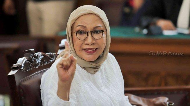 Terdakwa kasus dugaan penyebaran berita bohong atau hoaks penganiayaan Ratna Sarumpaet menjalani sidang putusan di Pengadilan Negeri Jakarta Selatan, Jakarta, Kamis (11/7). [Suara.com/Muhaimin A Untung]
