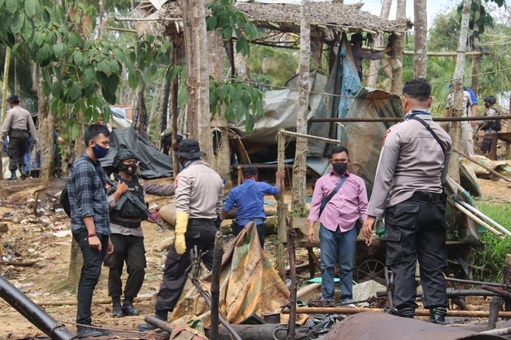 TKP Sumur Minyak Ilegal di Batanghari. Foto: Rizki/Jambiseru.com