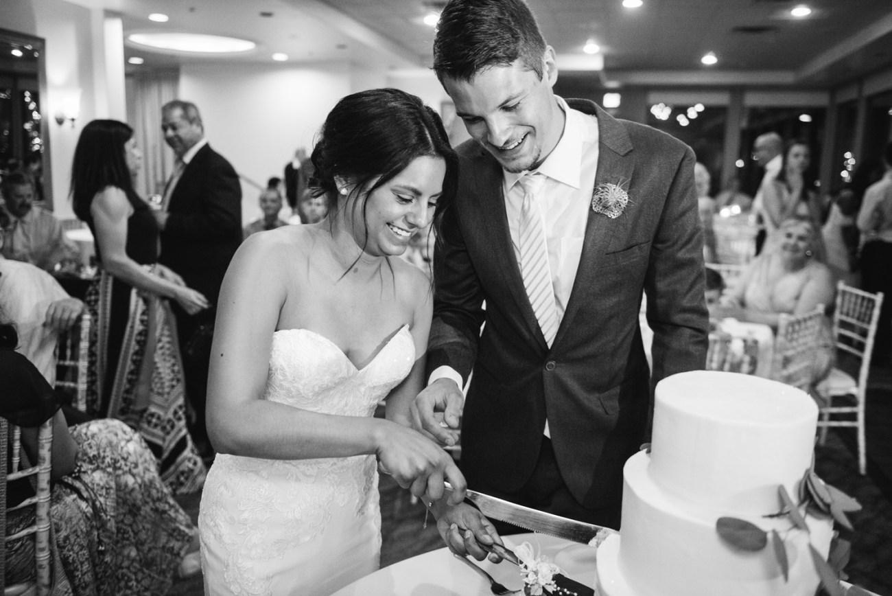 Agave Sedona wedding cake cutting