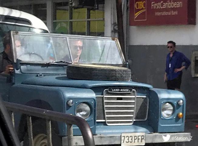 Daniel Craig no set de BOND 25 na Jamaica © Reprodução / Twitter