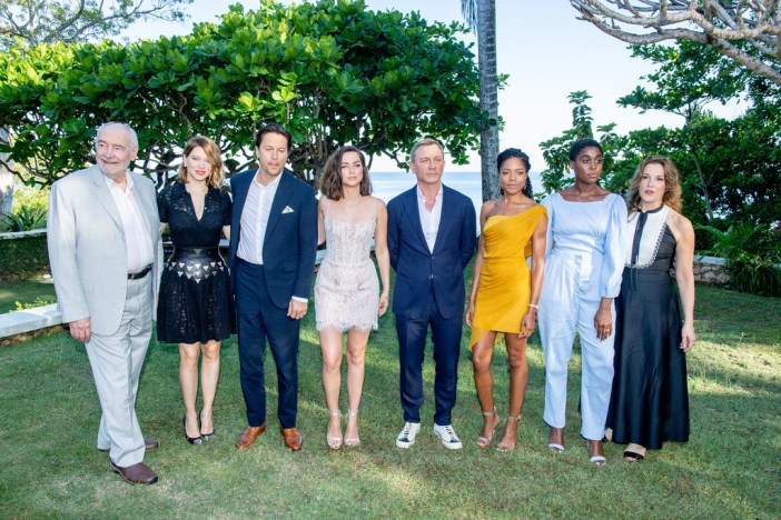 Diretor, produtores e elenco de Bond 25 na Jamaica © Getty Images