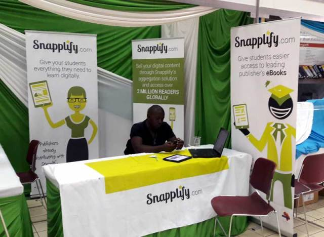 Snapplify stand
