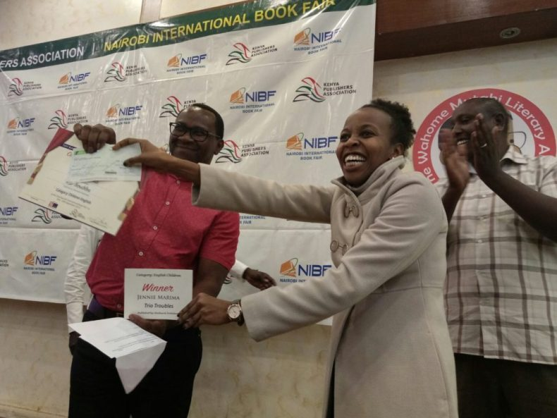 KPA chairman Lawrence Njagi hands out award to Jennie Marima