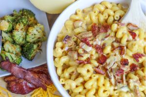 bacon & smoked gouda mac & cheese
