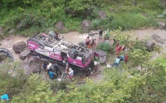 bus fell into gorge near khamchoundar village in nandurbar maharasthra many- people hospitlaised