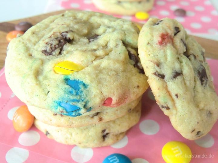 M&M Chocolate Chunk Cookies