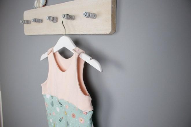 Handmade Babystrampler Blumenwiese in der Größe 62 für kleine Mädchen. JanaKnöpfchen-Shop. Selbstgenähte Baby- und Kinderkleidung