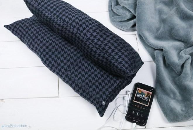 Blogpost Kissen für die Autofahrt nähen. Schlafen im Auto für Ulrlaubsreisen. JanaKnöpfchen - Nähen für Jungs