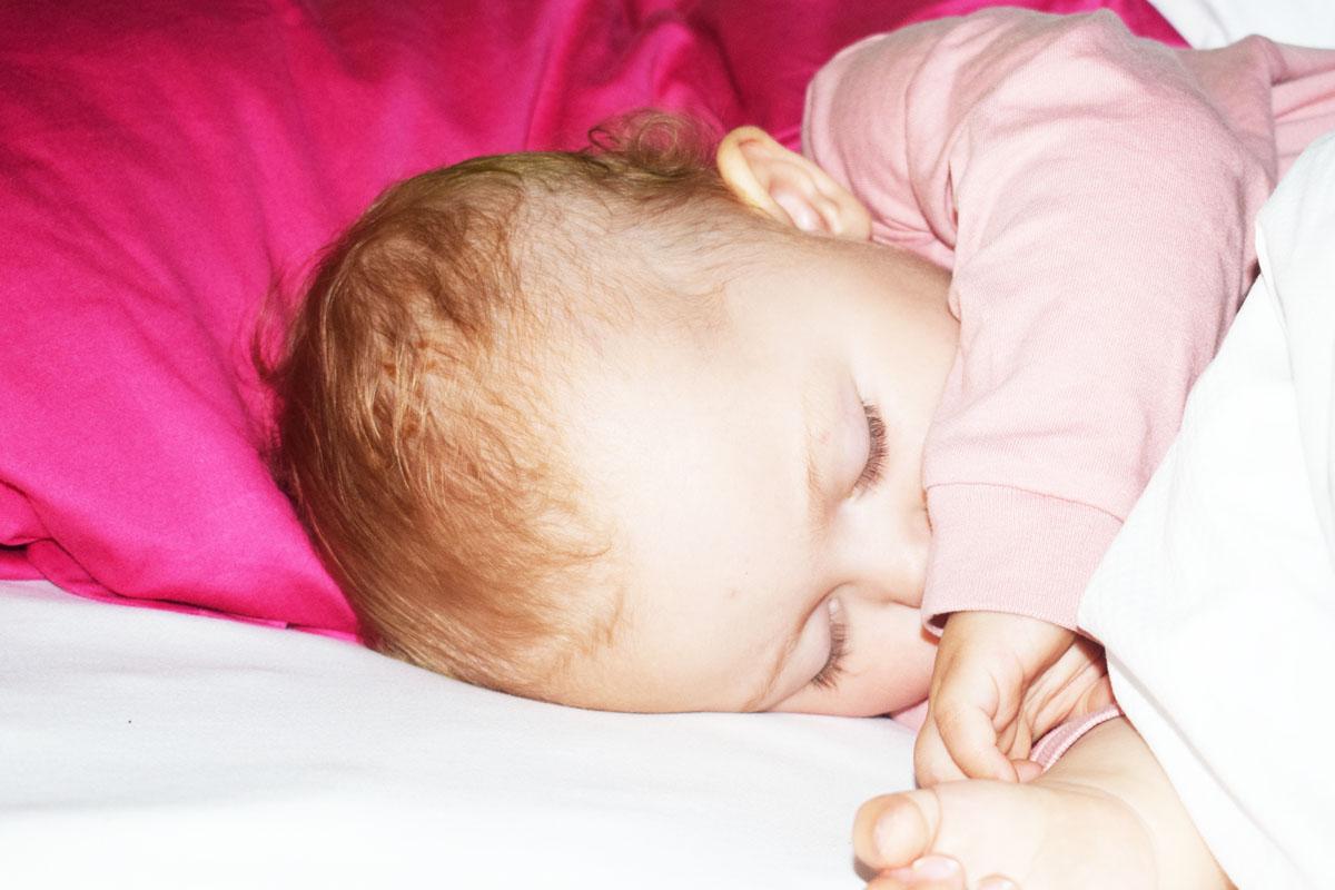 Warum Babys im 1. Lebensjahr nicht durchschlafen (können) - inkl persönlicher Schlaf-Story - Mama Blog München