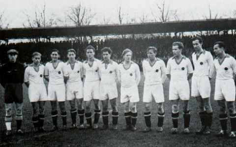 Die Hamburger Mannschaft 1944 3.v.r Janda