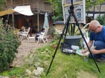 Genieten in de tuin tijdens schildercursus in Frankrijk
