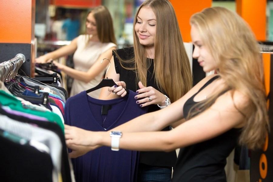 Необходимы модели для примерок женской одежды.