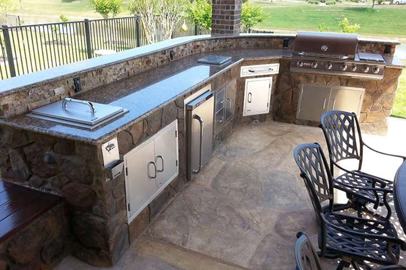 importance of outdoor kitchen lighting