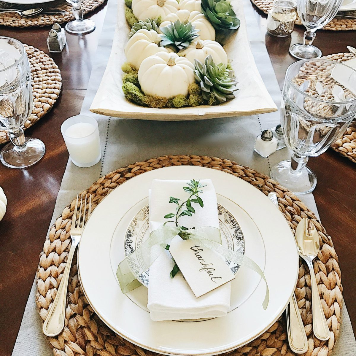 16 Beautifully Simple Thanksgiving Table Setting Ideas