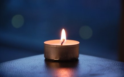 Image: single tealight candle