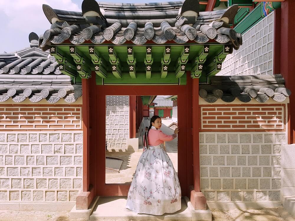 Seohwa Hanbok Rental in Seoul: Exploring Gyeongbokgung in a Hanbok