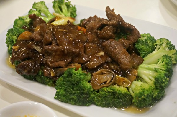 Sliced Beef with Broccoli in Oyster Sauce 305 php