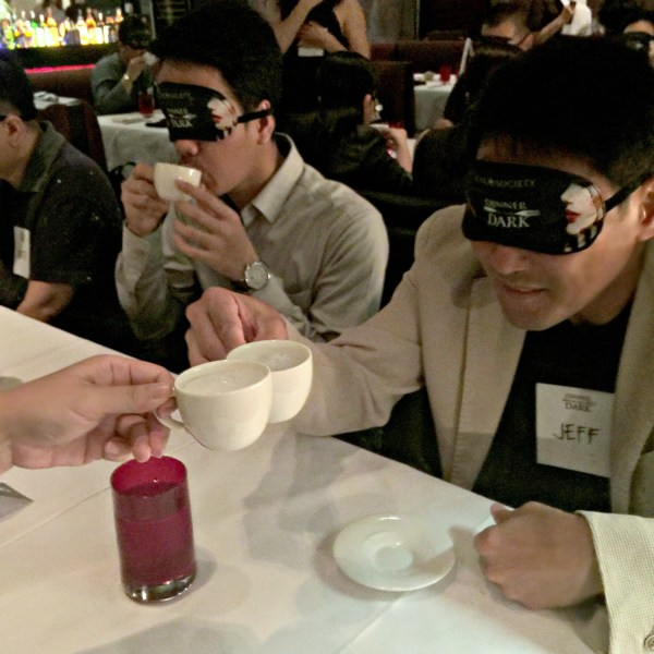 eye-society-dinner-in-the-dark-30