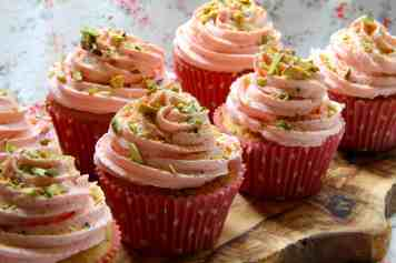 Berry & Pistachio Cupcakes