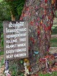 Gedenkstätte Choeung Ek - Der Baum gegen den Babys und Kleinkinder geschlagen wurden, bis sie tot waren...