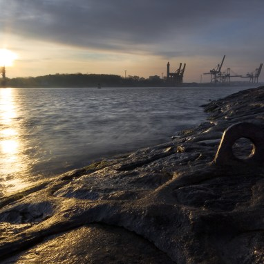 Swinemünder Hafenanlagen zum Sonnenaufgang