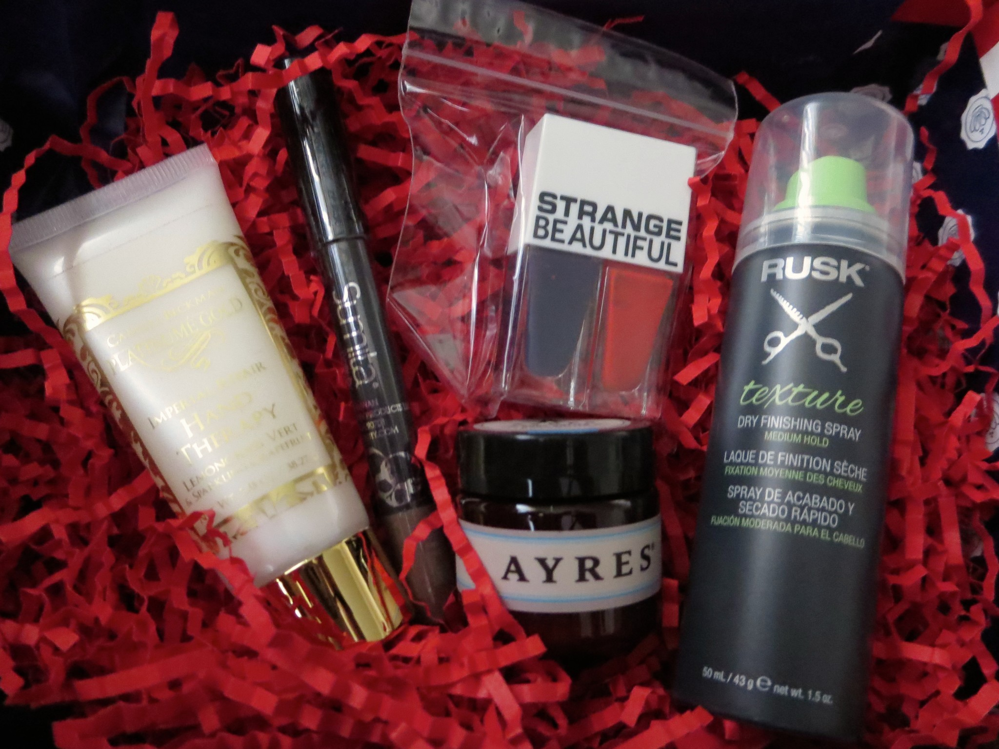 Contents of Stars and Stripes of GLOSSYBOX