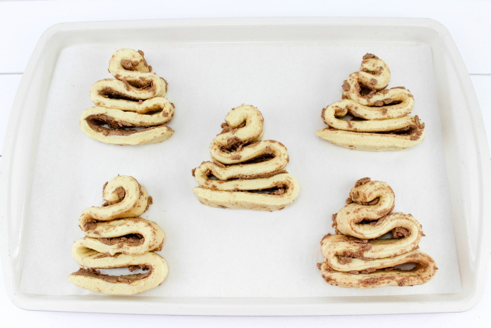 Christmas Tree Cinnamon Roll Recipe In Process 2