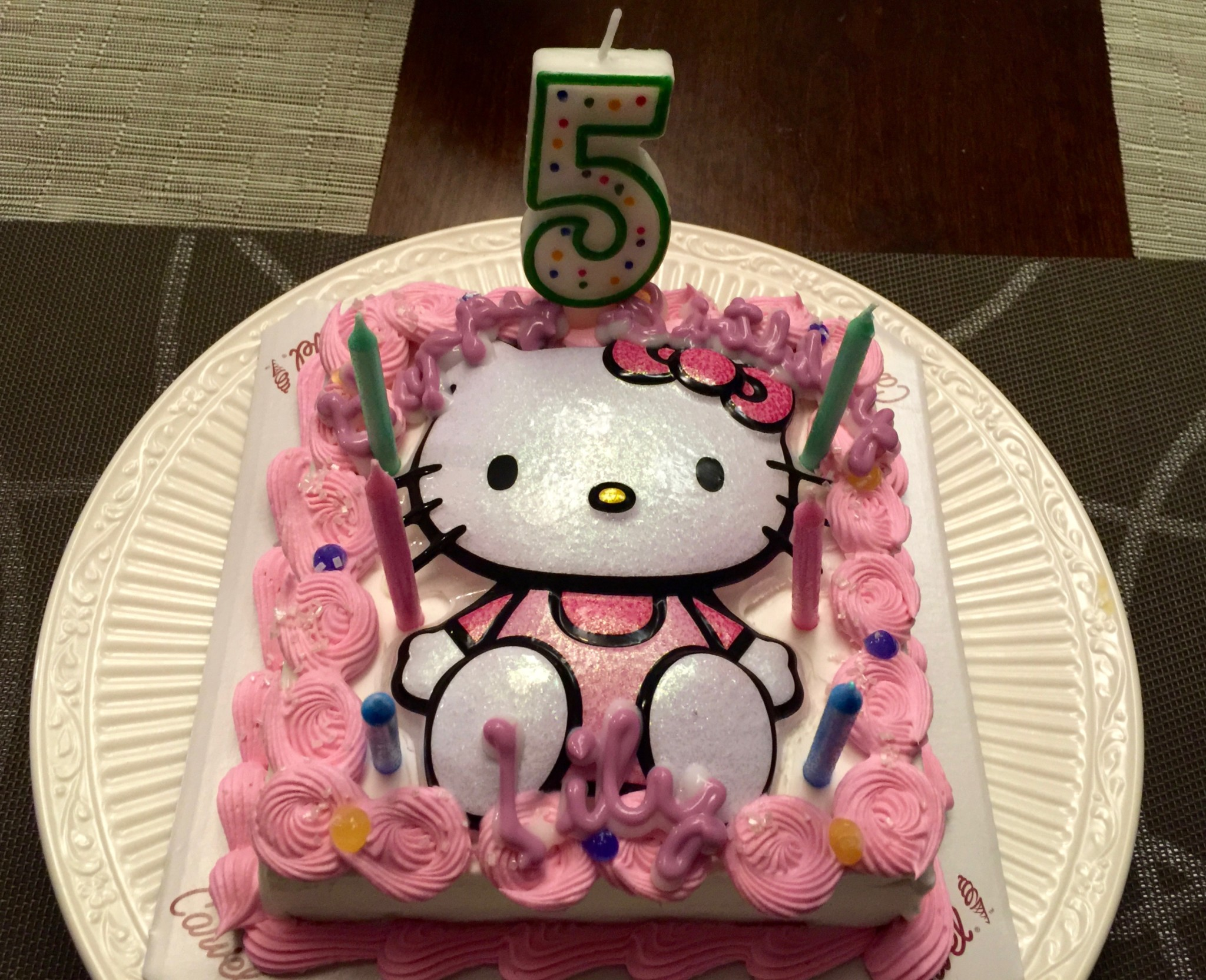 Hello-Kitty-Carvel-Cake