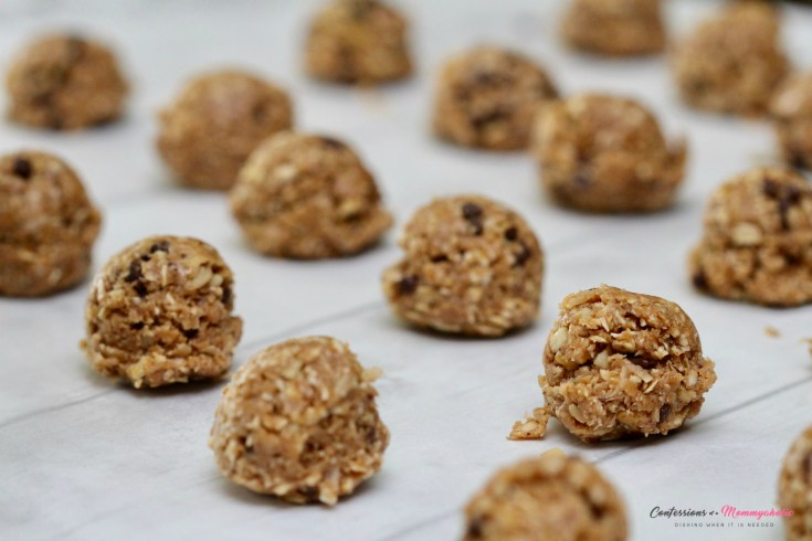 NO BAKE LOADED CHOCOLATE CHIP OATMEAL BALLS (GLUTEN FREE)
